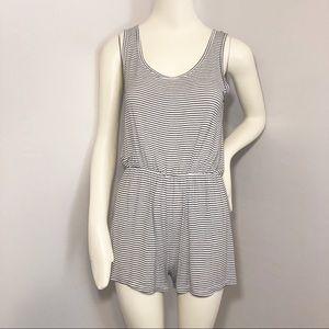 Heart and hips romper white with black stripes